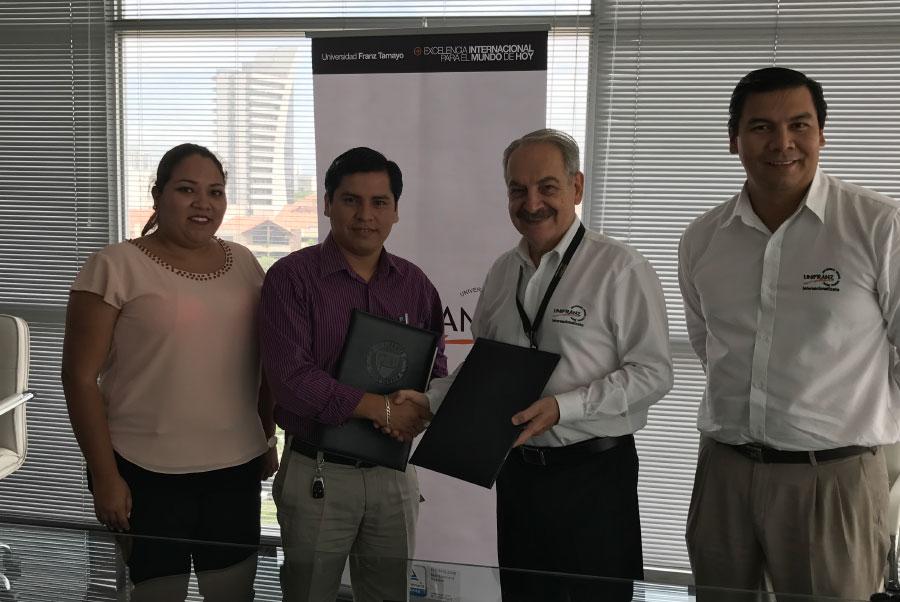 Firma de convenio Unifranz y el Colegio de Ingenieros Comerciales
