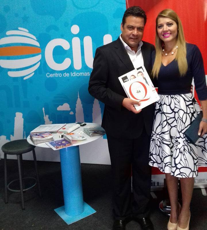Alcalde de la Ciudad de La Paz Visita el stand de UNIFRANZ en la Feria del Libro